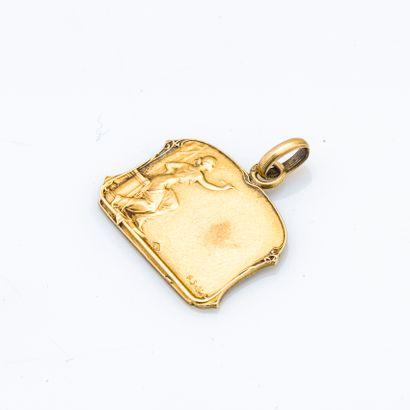 Médaillon en or jaune 18 carats (750 millièmes)...