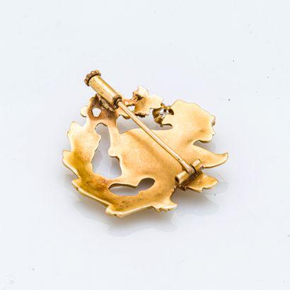 Broche en or jaune 18 carats (750 millièmes) de forme ronde stylisant une chimère...