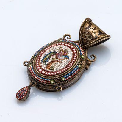 Pendentif souvenir en métal, orné d'une micro-mosaïque...
