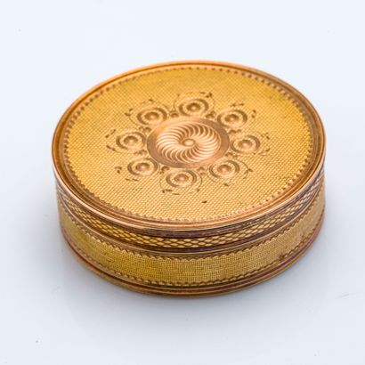 Boite à pilule circulaire en or jaune et...