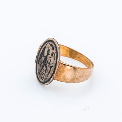 Ring in 18 carat yellow gold (750 thousandths) decorated with a silver element (800...