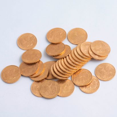 Lot de 32 pièces de 20 Francs or datées...