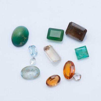 Lot de trois quartz, trois béryls, dont une...
