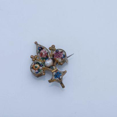 Broche fleur de lys en métal enrichie d'une...