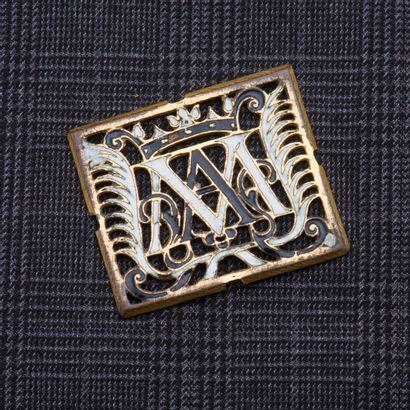Plaque en métal au chiffre ajouré AM, couronné,...
