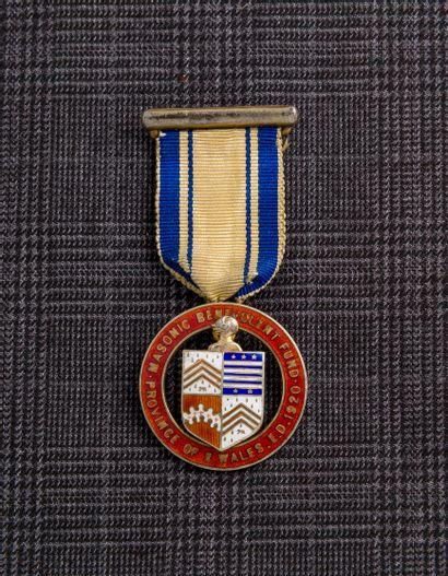 Médaille anglaise maçonnique en laiton gravée...