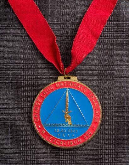 Une médaille commémorative de la Grande Loge...