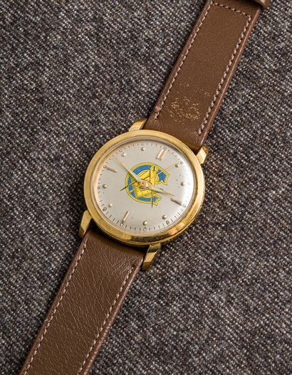 Montre bracelet en métal doré, vers 1970....