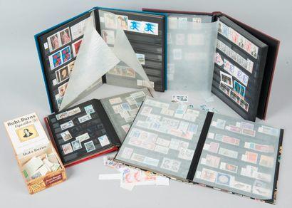 Lot de 4 albums de timbres