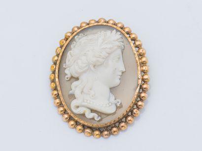 Broche médaillon en or jaune 18 carats (750...