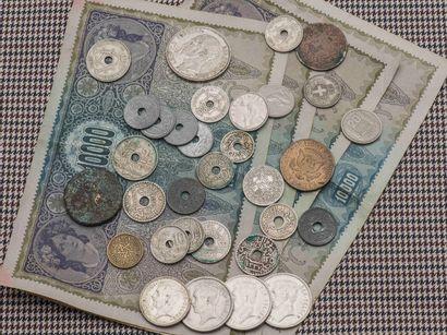 Lot de pièces étrangères en argent, bronze...