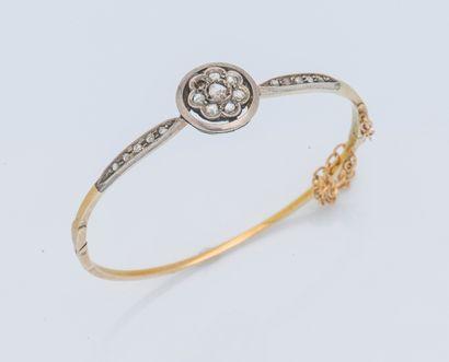 Bracelet jonc ouvrant en or jaune 14 carats...