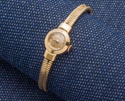 Bracelet montre de dame en or jaune 18 carats...