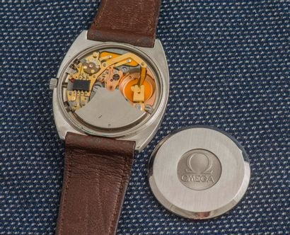 OMEGA Montre bracelet en acier, le boîtier de forme coussin à fond clippé (signé...