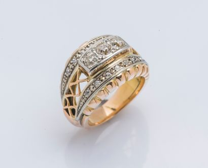 Bague bombée en or jaune 18 carats (750 ‰)...