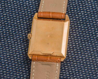 LONGINES Montre bracelet en or jaune 18 carat (750 ‰), boîtier rectangulaire à fond...