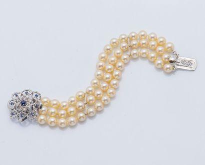 Bracelet de trois rangs de perles de cultures...