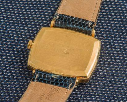 LIP Montre classique en or jaune 18 carats (750 ‰), le boîtier de forme rectangulaire...