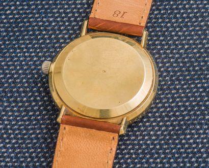 OMEGA Montre classique, le boîtier rond monobloc en or jaune 18 carats (750 ‰), cadran...