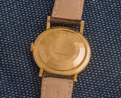 JAEGER LE COULTRE Montre classique en or jaune 18 carats (750 ‰), le boîtier rond...