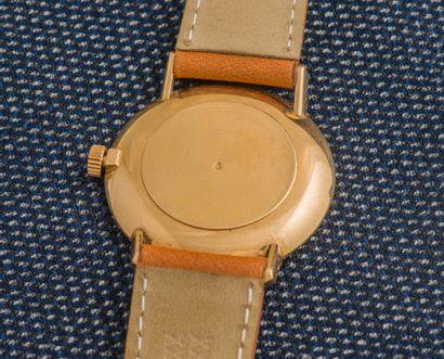 OMEGA Montre classique Genève, le boîtier rond monobloc en or jaune 18 carats (750...