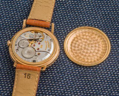 LONGINES Montre classique en or jaune 18 carats (750 ‰), boîtier rond à fond clippé...