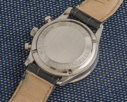 IWC, vers 2006 Chronographe à grande ouverture en acier avec cadran argenté. Verre...