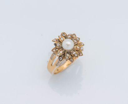 Bague fleur en or jaune 18 carats (750 ‰)...