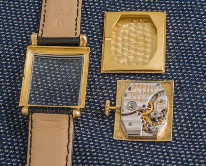 VACHERON & CONSTANTIN Montre bracelet, boîtier rectangulaire en or jaune 18 carats...
