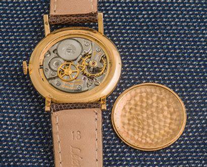 BAUME & MERCIER Montre classique en or jaune 18 carats (750 ‰), le boîtier rond à...