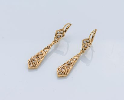 Paire de pendants d'oreilles or jaune 18...