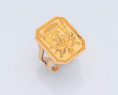 Bague sceau en or jaune 14 carats (585 ‰)...