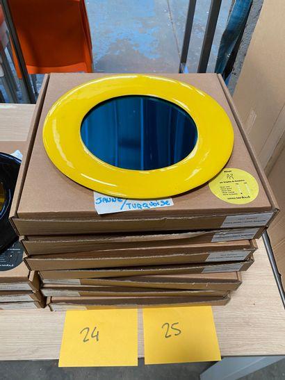 4 miroirs modèle dessiné par Brigitte de Bazelaire en créamique émaillée jaune,...