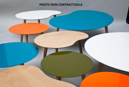 2 tables basses rondes modèle Lalinde, pied bois et plateau peint couleur tabac...