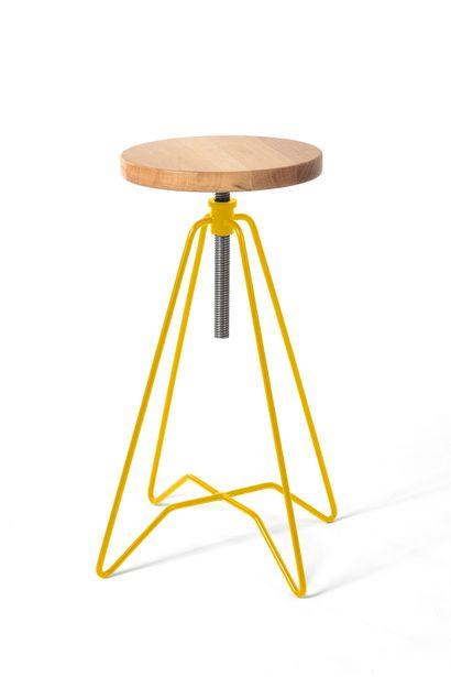 4 tabourets hauts réglables modèle Bergerac en métal laqué et assise en bois dont...