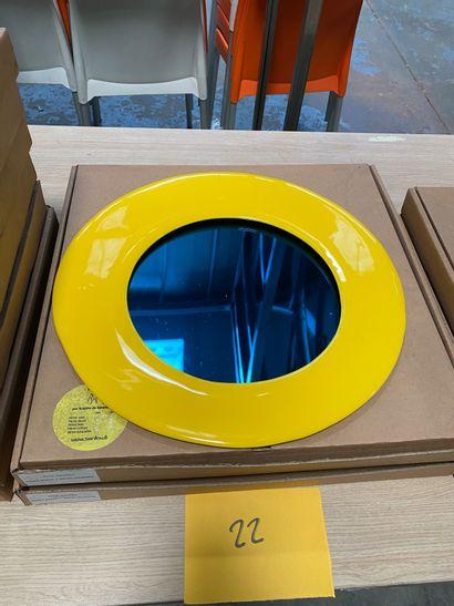 2 miroirs modèle dessiné par Brigitte de Bazelaire en créamique émaillée jaune,...