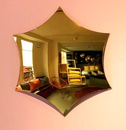 5 miroirs bombés dorés modèle Endora en acrylique à 6 branches  D. 46 cm  Prix de...