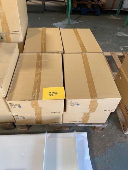 32 étagères CD modèle UTU en métal laqué...