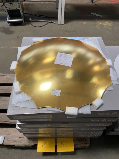 4 miroirs bombés dorés modèle Endora en acrylique à 12 branches  D. 63 cm  Prix...