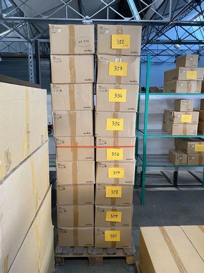 Lot de 8 étagères modèle UTU en métal laqué...