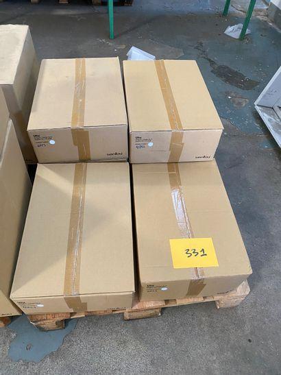 24 étagères CD modèle UTU en métal laqué...
