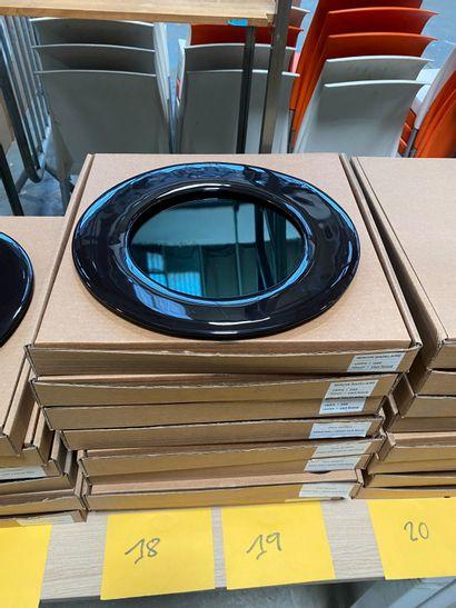 4 miroirs modèle dessiné par Brigitte de Bazelaire en créamique émaillée noire,...