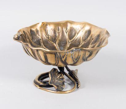 Plat de présentation en bronze doré à décor...
