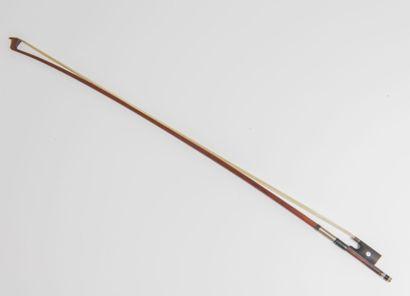 Excellent archet de violon par Hyppolyte...