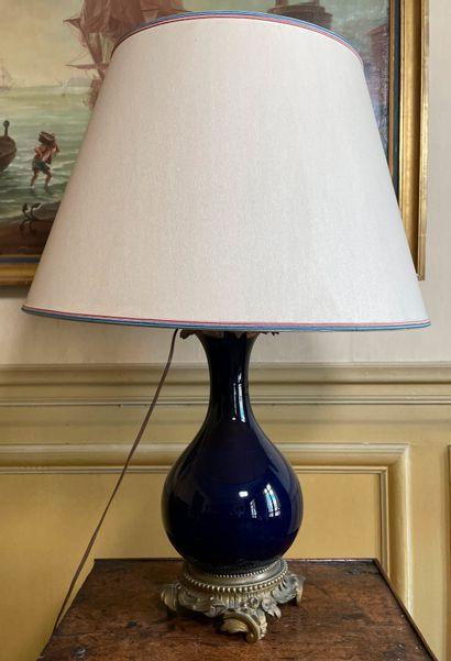Lampe en porcelaine émaillée bleu nuit de...