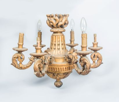 Lustre à 6 bras de lumière en bois sculpté...