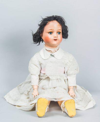 Lot de deux poupées en papier maché, bouches...