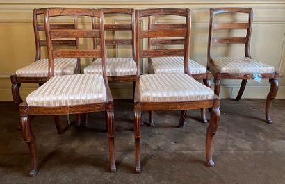 Suite de 6 chaises en bois de placage à décor...