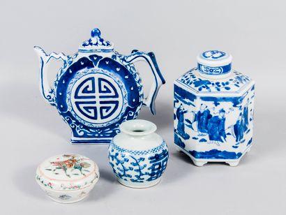 Chine,  Lot comprenant un pot à gingembre...