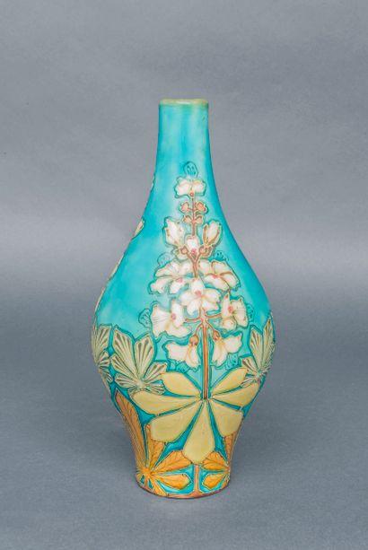 SEVRES,  Petit vase balustre en céramique...